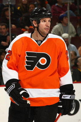 PHILADELPHIA - MARCH 29: Mike Knuble #22 of the Philadelphia Flyers skates against the Boston Bruins at the Wachovia Center on March 29, 2009 in Philadelphia, Pennsylvania.  (Photo by Chris McGrath/Getty Images)