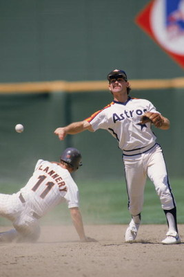 1987:  Dickie Thon of the Houston Astros throws the ball during an MLB (Major League Baseball) game in 1987.   (Photo by Rick Stewart /Getty Images)