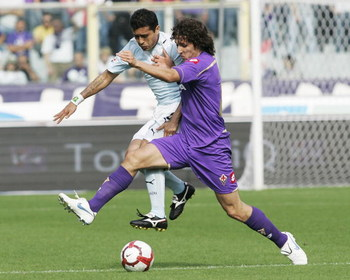 FLORENCE, ITALY - OCTOBER 04:  Stefan Jovetic of ACF Fiorentina (R) competes for the ball with Mauro Matias Zarate (L) of SS Lazio during the Serie A Tim match between ACF Fiorentina and S.S. Lazio at Stadio Artemio Franchi on October 4, 2009 in Florence,