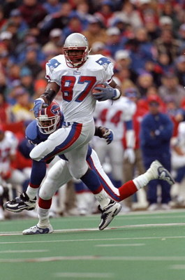 15 Nov 1998:  Ben Coates #87 of the New England Patriots in action during the game against the Buffalo Bills at the Rich Stadium in Orchard Park, New York. The Bills defeated the Patriots 13-10. Mandatory Credit: Rick Stewart  /Allsport