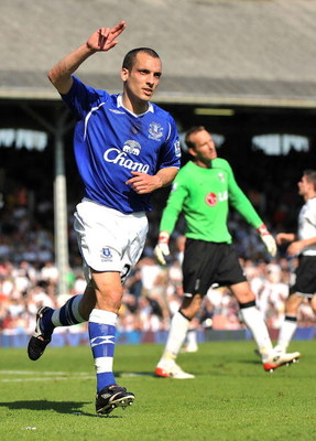 LONDON, ENGLAND - MAY 24:  Leon Osman of Everton celebrates scoring their first goal during the Barclays Premier League match between Fulham and Everton at Craven Cottage on May 24, 2009 in London, England.  (Photo by Christopher Lee/Getty Images)
