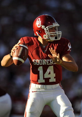 NORMAN, OK - OCTOBER 18:  Quarterback Sam Bradford #14 of the Oklahoma Sooners drops back to pass against the Kansas Jayhawks at Memorial Stadium on October 18, 2008 in Norman, Oklahoma.  (Photo by Ronald Martinez/Getty Images)