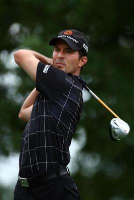 FARMINGDALE, NY - JUNE 21:  Mike Weir of Canada hits his tee shot on the seventh hole during the continuation of the third round of the 109th U.S. Open on the Black Course at Bethpage State Park on June 21, 2009 in Farmingdale, New York.  (Photo by Chris