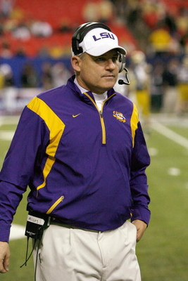 ATLANTA - DECEMBER 31:  Head coach Les Miles of the LSU Tigers walk on the field during the Chick-fil-A Bowl against the Georgia Tech Yellow Jackets on December 31, 2008 at the Georgia Dome in Atlanta, Georgia. (Photo by Kevin C. Cox/Getty Images)