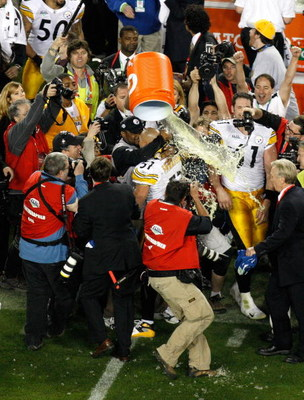 TAMPA, FL - FEBRUARY 01:  James Harrison #92 of the Pittsburgh Steelers pours Gatorade over head coach Mike Tomlin and James Farrior #51 after the Steelers won 27-23 against the Arizona Cardinals during Super Bowl XLIII on February 1, 2009 at Raymond Jame