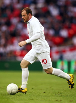 LONDON, ENGLAND - JUNE 10:  Wayne Rooney of England runs with the ball during the FIFA 2010 World Cup Group 6 Qualifying match between England and Andorra at Wembley Stadium on June 10, 2009 in London, England.  (Photo by Phil Cole/Getty Images)