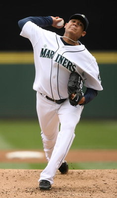 SEATTLE - JULY 23:  Starting pitcher Felix Hernandez #34 of the Seattle Mariners pitches against the Boston Red Sox on July 23, 2008 at Safeco Field in Seattle, Washington. (Photo by Otto Greule Jr/Getty Images)