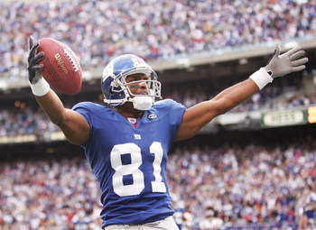 EAST RUTHERFORD, NJ - NOVEMBER 13:  Amani Toomer #81 of the New York Giants scores a touchdown against the Minnesota Vikings during their game at Giants Stadium on November 13, 2005 in East Ruhterford, New Jersey.  (Photo by Al Bello/Getty Images)
