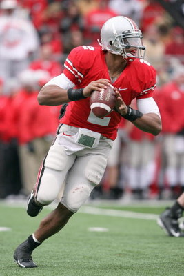 COLUMBUS, OH - NOVEMBER 22:  Quarterback Terrelle Pryor #2 of the Ohio State Buckeyes moves to pass the ball during the Big Ten Conference game against the Michigan Wolverines at Ohio Stadium on November 22, 2008 in Columbus, Ohio.  (Photo by Andy Lyons/G
