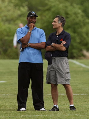 LAKE FOREST, IL - MAY 31: General manager Jerry Angelo of the Chicago Bears (R) talks with former Bear Otis Wilson during a mini-camp practice on May 31, 2008 at Halas Hall in Lake Forest, Illinois. (Photo by Jonathan Daniel/Getty Images)