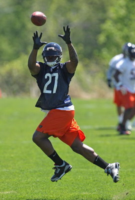 LAKE FOREST, IL - MAY 20: Kevin Jones #27 of the Chicago Bears leaps to catch a pass during an organized team activity (OTA) practice on May 20, 2009 at Halas Hall in Lake Forest, Illinois. (Photo by Jonathan Daniel/Getty Images)