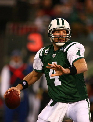EAST RUTHERFORD, NJ - DECEMBER 28:  Brett Favre #4 of The New York Jets looks to pass against The Miami Dolphins during their game on December 28, 2008 at Giants Stadium in East Rutherford, New Jersey.  (Photo by Al Bello/Getty Images)