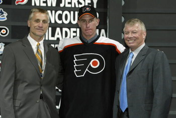 NASHVILLE, TN - JUNE 21:  (L to R) Paul Holmgren, first round draft pick (#11 overall), Jeff Carter, Bob Clarke of the Philadelphia Flyers pose for a portrait on stage during the 2003 NHL Entry Draft at the Gaylord Entertainment Center on June 21, 2003 in