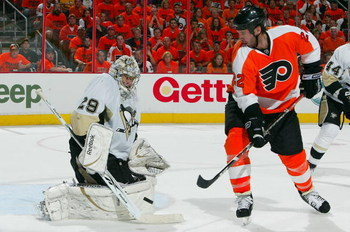 PHILADELPHIA - APRIL 25: Mike Knuble #22 of the Philadelphia Flyers is stopped by Marc-Andre Fleury #29 of the Pittsburgh Penguins during Game Six of the Eastern Conference Quarterfinal Round of the 2009 NHL Stanley Cup Playoffs at the Wachovia Center on