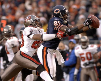Chicago Bears wide receiver Rashied Davis  grabs a pass  in overtime  against the Tampa Bay Buccaneers Dec. 17, 2006 at Soldier Field in Chicago.  The Bears won 34 - 31.  (Photo by Al Messerschmidt/Getty Images)