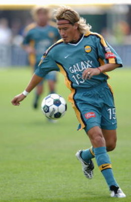 21 Oct 2001:  Luis Hernandez #15 of the Los Angeles Galaxy handles the ball against the San Jose Earthquakes during the Major League Soccer Cup in Columbus, Ohio. The Earthquakes win 2-1 in overtime. DIGITAL IMAGE. Mandatory Credit: Harry How/ALLSPORT