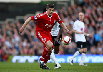 LONDON, ENGLAND - APRIL 04:  Steven Gerrard of Liverpool controls the ball during the Barclays Premier League match between Fulham and Liverpool at Craven Cottage on April 4, 2009 in London, England.  (Photo by Ryan Pierse/Getty Images)