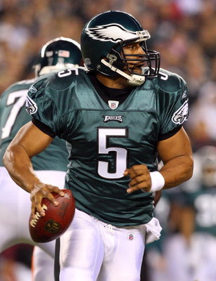 PHILADELPHIA - DECEMBER 15:  Quarterback Donovan McNabb #5 of the Philadelphia Eagles looks to pass against the Cleveland Browns on December 15, 2008 at Lincoln Financial Field in Philadelphia, Pennsylvania.  (Photo by Jim McIsaac/Getty Images)