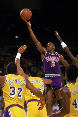 INGLEWOOD, CA - 1988:  Walter Davis #6 of the Phoenix Suns shoots against the Los Angeles Lakers during the game at the Great Western Forum in Inglewood, California. (Photo by Mike Powell/Getty Images)