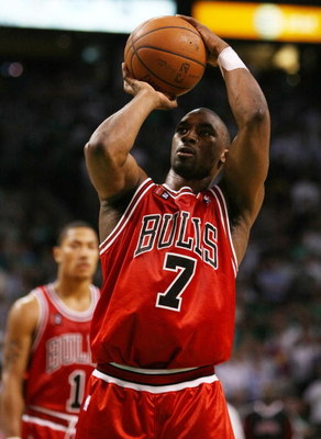 BOSTON - APRIL 28:  Ben Gordon #7 of the Chicago Bulls shoots a free throw against the Boston Celtics in Game Five of the Eastern Conference Quarterfinals during the 2009 NBA Playoffs at TD Banknorth Garden on April 28, 2009 in Boston, Massachusetts. The