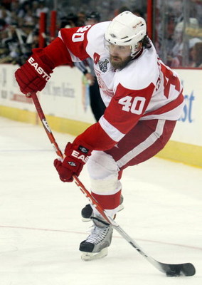 PITTSBURGH - JUNE 04:  Henrik Zetterberg #40 of the Detroit Red Wings skates against the Pittsburgh Penguins during Game Four of the 2009 NHL Stanley Cup Finals on June 4, 2009 at Mellon Arena in Pittsburgh, Pennsylvania.  (Photo by Jim McIsaac/Getty Imag