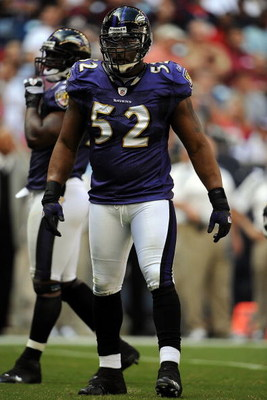 HOUSTON - NOVEMBER 09:  Linebacker Ray Lewis #52 of the Baltimore Ravens during play against the Houston Texans at Reliant Stadium on November 9, 2008 in Houston, Texas.  (Photo by Ronald Martinez/Getty Images)