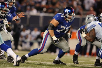 EAST RUTHERFORD, NJ - NOVEMBER 02:  Chris Snee #76 of the New York Giants in action against the Dallas Cowboys during their game on November 2, 2008 at Giants Stadium in East Rutherford, New Jersey.  (Photo by Al Bello/Getty Images)