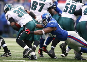 EAST RUTHERFORD, NJ - DECEMBER 07:  Justin Tuck #91 of the New York Giants tackles Brian Westbrook #36 of the Philadelphia Eagles on December 7, 2008 at Giants Stadium in East Rutherford, New Jersey.  (Photo by Al Bello/Getty Images)