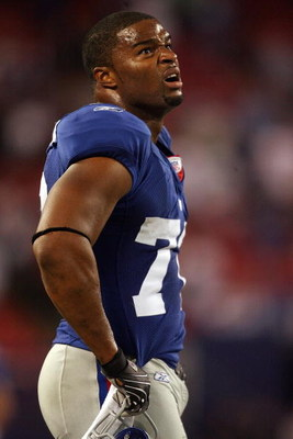 EAST RUTHERFORD, NJ - SEPTEMBER 30:  Osi Umenyiora #72 of the New York Giants looks on against the Philadelphia Eagles at Giants Stadium on September 30, 2007 in East Rutherford, New Jersey.  (Photo by Nick Laham/Getty Images)