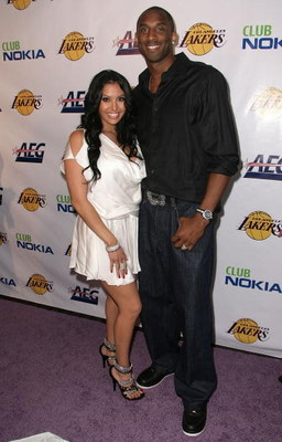 LOS ANGELES, CA - JUNE 18:  Vanessa Bryant and NBA player Kobe Bryant arrive at the Los Angeles Laker's official championship victory party at Club Nokia on June 18, 2009 in Los Angeles, California.  (Photo by Alberto E. Rodriguez/Getty Images)