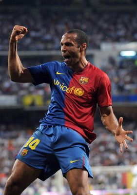 MADRID, SPAIN - MAY 02:  Thierry Henry of Barcelona celebrates after scoring  Barcelona's fourth goal during the La Liga match between Real Madrid and Barcelona at the Santiago Bernabeu stadium on May 2, 2009 in Madrid, Spain.  (Photo by Denis Doyle/Getty