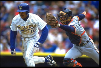 20 May 1993: DETROIT TIGERS CATCHER CHAD KREUTER CHASES DOWN MILWAUKEE BREWERS SHORTSTOP PAT LISTACH DURING THEIR GAME AT COUNTY STADIUM IN MILWAUKEE, WISCONSIN.