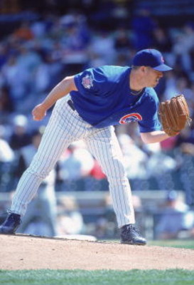 14 Apr 2001:  Jon Lieber #32 of the Chicago Cubs lines up the pitch during the game against the Pittsburgh Pirates at Wrigley Field in Chicago, Illinois. The Cubs defeated the Pirates 7-6.Mandatory Credit: Jonathan Daniel  /Allsport