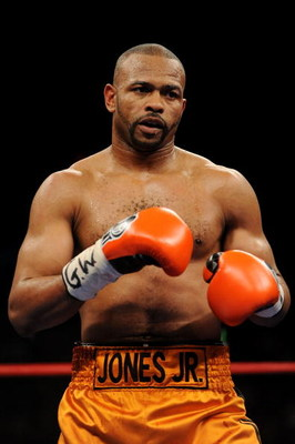 NEW YORK - NOVEMBER 08:  Roy Jones Jr looks on while fighting against Joe Calzaghe during their Ring Magazine Light Heavyweight Championship bout at Madison Square Garden November 8, 2008 in New York City.  (Photo by Al Bello/Getty Images)