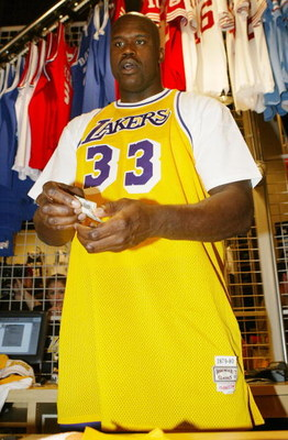 LOS ANGELES - MARCH 6:  Los Angeles Lakers Shaquille O'Neal on his 32nd birthday opens the Team LA Superstore on Universal Studios Citywalk March 6, 2004 in Los Angeles, in California.  (Photo by Mark Mainz/Getty Images)