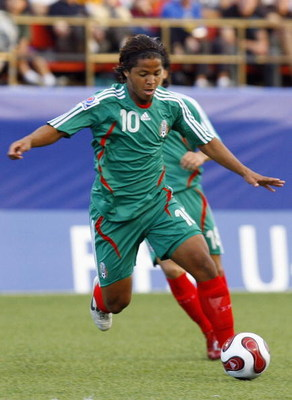 OTTAWA, CANADA - JULY 15:  Giovanni Dos Santos #10 of Mexico looks to control the ball in their quarterfinal match of the FIFA U-20 2007 World Cup against Argentina at Frank Clair Stadium on July 15, 2007 in Ottawa, Ontario, Canada. Argentina defeated Mex