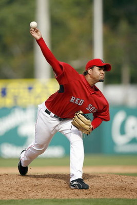 FT. MYERS, FL - MARCH 3: Manny Delcarmen #17 of the Boston Red Sox delivers the pitch during a Spring Training game at City of Palms Park March 3, 2007 in Ft. Myers, Florida. Philadelphia won the game 12-9. (Photo by Gregory Shamus/Getty Images)