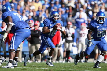 LEXINGTON, KY - NOVEMBER 8:  Randall Cobb #18 of the Kentucky Wildcats carries the ball during the game against the Georgia Bulldogs at Commonwealth Stadium on November 8, 2008 in Lexington, Kentucky. (Photo by Andy Lyons/Getty Images)