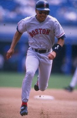 17 Jun 1998: Darren Lewis #20 of the Boston Red Sox in action during a game against the Chicago White Sox at Comiskey Park in Chicago, Illinois. The Red Sox defeated the White Sox 12-5.