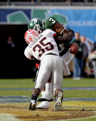 ORLANDO, FL - JANUARY 1: Wide receiver B. J. Cunningham #3 of the Michigan State Spartans bobbles a pass against the Georgia Bulldogs at the 2009 Capital One Bowl at the Citrus Bowl on January 1, 2009 in Orlando, Florida.  (Photo by Al Messerschmidt/Getty