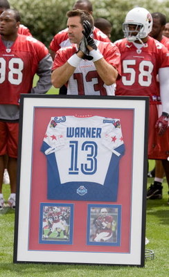 TEMPE, AZ - MAY 2 :  Kurt Warner #13 of the Arizona Cardinals is presented with his 2009 Pro Bowl jersey during a team minicamp at the team training facility on May 2, 2009 in Tempe, Arizona.  (Photo by Jonathan Willey/Getty Images)