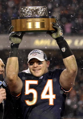 Chicago Bears linebacker Brian Urlacher holds the George Halas trophy after play against the New Orleans Saints at the NFC Championship game at Soldier Field in Chicago, Illinois on January 21, 2007.  (Photo by Al Messerschmidt/Getty Images)