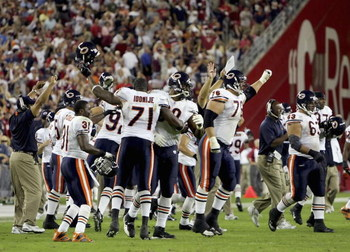 GLENDALE, AZ - OCTOBER 16:   The Chicago Bears celebrate after Neil Rackers #1 of the Arizona Cardinals misses a field goal attempt in the final seconds of the game on October 16, 2006 at Cardinals Stadium in Glendale, Arizona. The Bears won 24-23.  (Phot