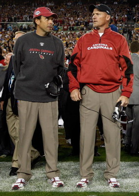 TAMPA, FL - FEBRUARY 01:  Offensive coordinator Todd Haley stands with head coach Ken Whisenhunt of the Arizona Cardinals against the Pittsburgh Steelers during Super Bowl XLIII on February 1, 2009 at Raymond James Stadium in Tampa, Florida.  (Photo by Ja