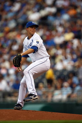 KANSAS CITY, MO - JUNE 17:  Zack Greinke #23 of the Kansas City Royals pitches against the Arizona Diamondbacks during the game on June 17, 2009 at Kauffman Stadium in Kansas City, Missouri. (Photo by Jamie Squire/Getty Images)