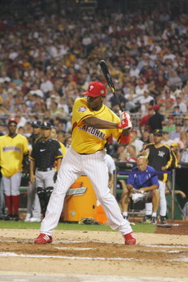 PITTSBURGH, PA - JULY 10:  National League All-Star Ryan Howard of the Philadelphia Phillies participates in the CENTURY 21 Home Run Derby at PNC Park on July 10, 2006 in Pittsburgh, Pennsylvania. (Photo by: Jim McIsaac/Getty Images for CENTURY 21)