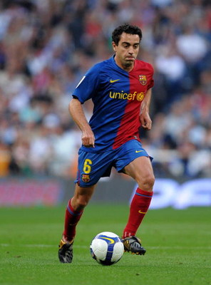 MADRID, SPAIN - MAY 02:  Xavi Hernandez of Barcelona runs with the ball during the La Liga match between Real Madrid and Barcelona at the Santiago Bernabeu Stadium on May 2, 2009 in Madrid, Spain. Barcelona won the match 6-2.  (Photo by Jasper Juinen/Gett