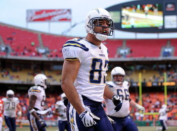 KANSAS CITY, MO - DECEMBER 14:  Vincent Jackson #83 of the San Diego Chargers celebrates his go ahead touchdown in the final minute of the game against the Kansas City Chiefs in a 22-21 win on December 14, 2008 at Arrowhead Stadium in Kansas City, Missour