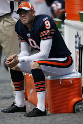 CHARLOTTE, NC - SEPTEMBER 14:  Robbie Gould #9 of the Chicago Bears looks on during the game against the Carolina Panthers at Bank of America Stadium on September 14, 2008 in Charlotte, North Carolina. (Photo by Kevin C. Cox/Getty Images)