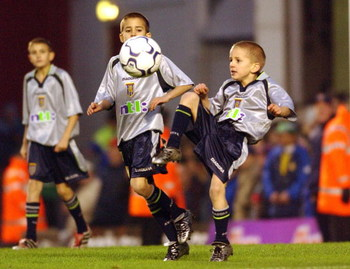 9 Dec 2001:  The children of Paul Merson of Aston Villa play on the pitch in their role as team mascots before the FA Barclaycard Premiership match between Arsenal and Aston Villa at Highbury, London. DIGITAL IMAGE   Mandatory Credit: Shaun Botterill/ALLS